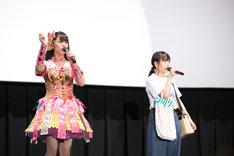 左から佐々木彩夏(ももいろクローバーZ)、堀くるみ(たこやきレインボー)。(撮影:笹森健一)
