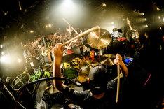 WANIMA「Everybody!! Tour ライブハウス編 in 渋谷 ~男女が残暑に盆盆盆!!~」の様子。(撮影:瀧本JON...行秀)