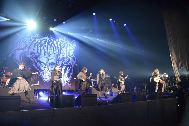 五十嵐☆sun-go☆美貴(SHOW-YA)がゲスト参加したSTARMARIEのライブの様子。