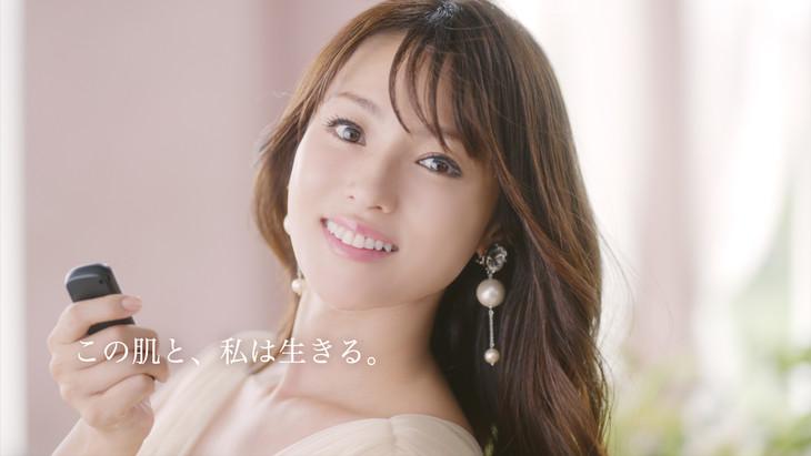 深田恭子が出演する日本メナード化粧品CM「スキンケア」より。