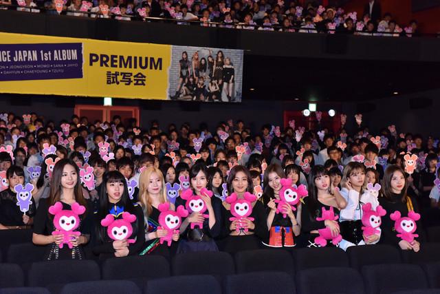 「TWICE JAPAN 1st ALBUM『BDZ』PREMIUM 試写会」の様子。