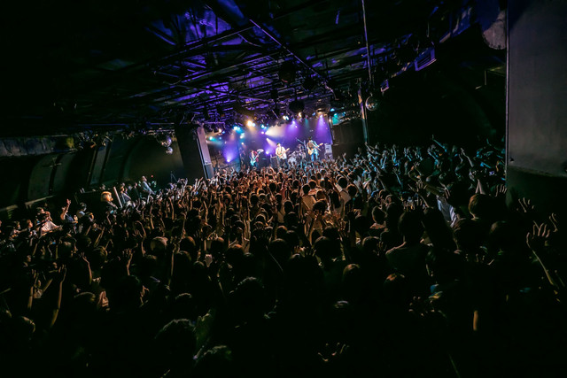 "the quiet room「『色づく日々より愛を込めて Release Tour 2018』""捨てられないからこのまま全部抱いて走っていくツアー""」東京・渋谷CLUB QUATTRO公演の様子。"