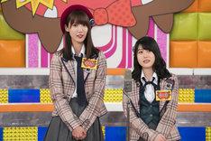ネタを披露する田中菜津美(左)と小田彩加(右)。(c)日本テレビ