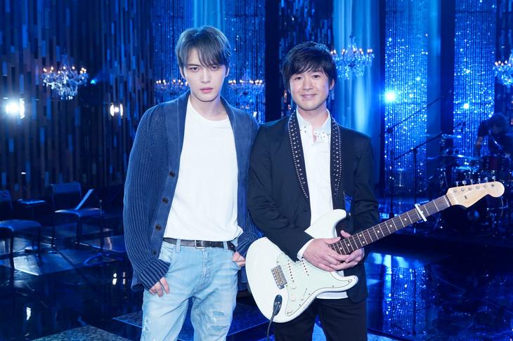 左からジェジュン、藤巻亮太。(写真提供:NHK)