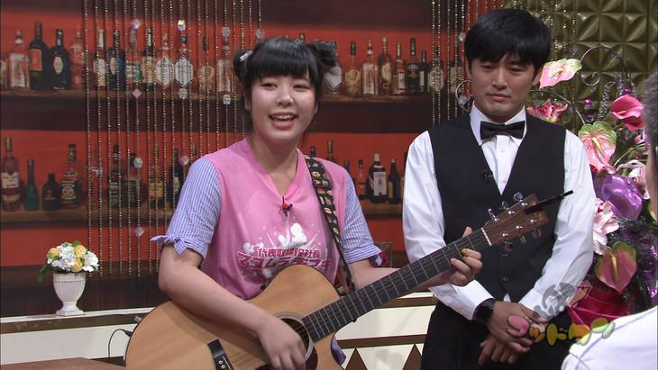 「ゴッドタン」9月29日放送の「スナック眉村ちあき」のワンシーン。 (c)テレビ東京