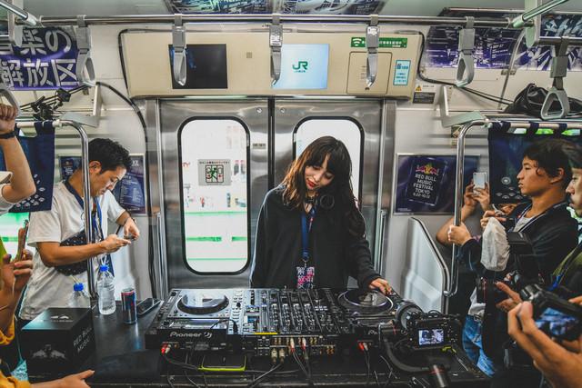 Licaxxxのパフォーマンスの様子。(Photo by Keisuke Kato)