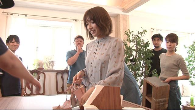 リハーサルでテーブルを突き破る後藤真希。(c)日本テレビ