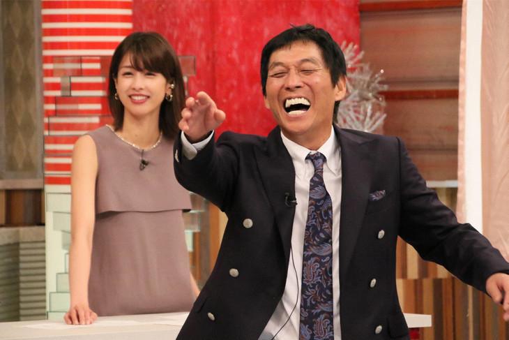 左から加藤綾子、明石家さんま。(c)フジテレビ