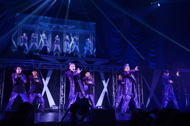 東京・東京国際フォーラム ホールA公演の様子。左からDAICHI、YORI、ISSA、U-YEAH、TOMO、KIMI、KENZO。(写真提供:エイベックス)
