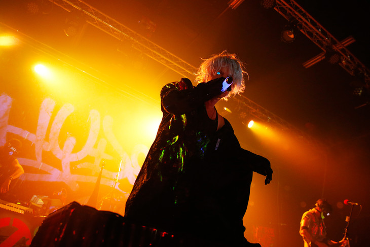 HYDE「HYDE LIVE 2018」福岡・BARKUP FUKUOKA公演の様子。(撮影:岡田貴之)