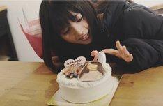CM撮影後に誕生日ケーキをプレゼントされた齋藤飛鳥(乃木坂46)。