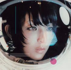 DAOKO「私的旅行」初回限定盤ジャケットおよびDAOKOの新しいアーティスト写真。