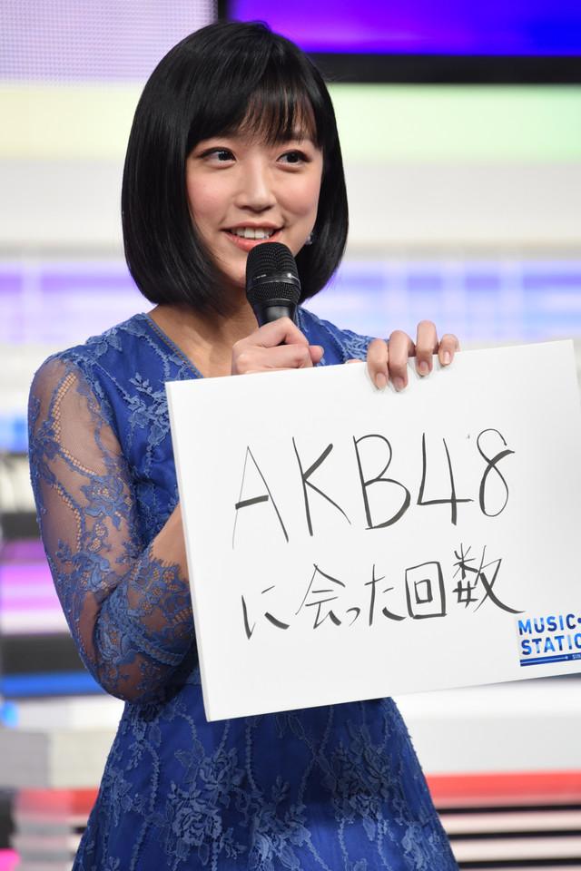 """""""この6人の中で一番""""なことに「AKB48に会った回数」と答えた竹内由恵。"""
