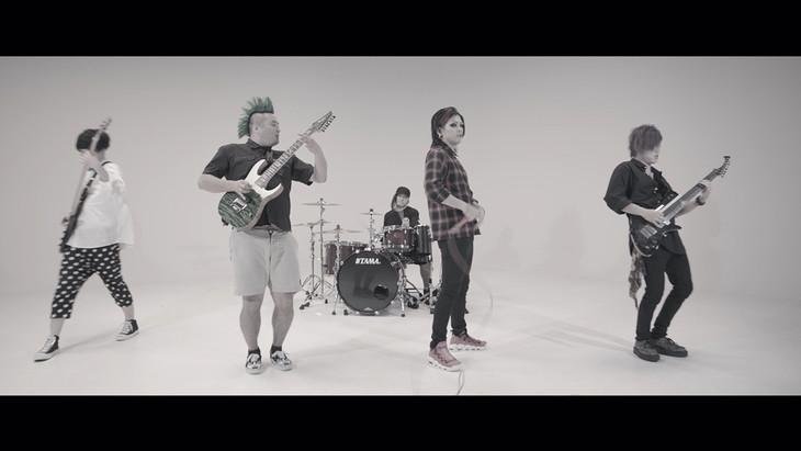 ヒステリックパニック「絶対×絶命」ミュージックビデオのワンシーン。