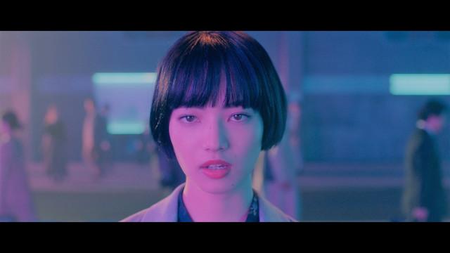 JUJU「メトロ」ミュージックビデオのワンシーン。