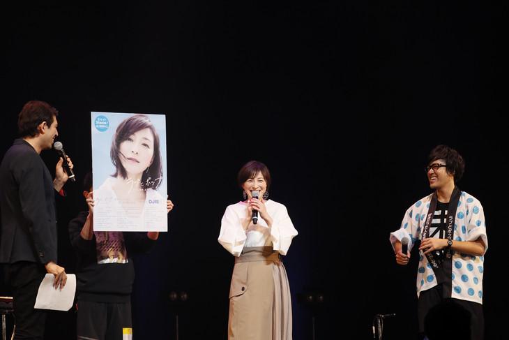 左からサッシャ(司会)、広末涼子、DJ和。(撮影:西槇太一)