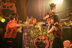 """あゆみくりかまき「ボクらの熊魂2018 ~""""PUNK""""kin Halloween Party~」の様子。"""