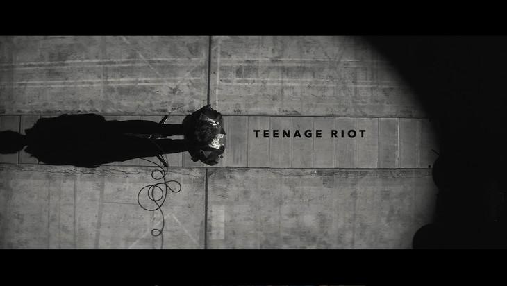 米津玄師「TEENAGE RIOT」ミュージックビデオのワンシーン。
