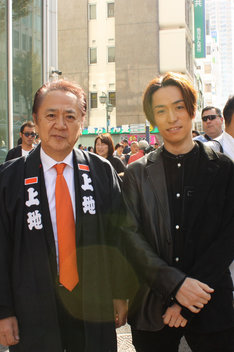 上地克明横須賀市長とEXILE TETSUYA。