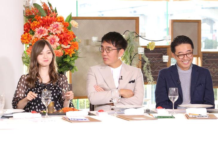 左から白石麻衣、おぎやはぎ。 (c)日本テレビ