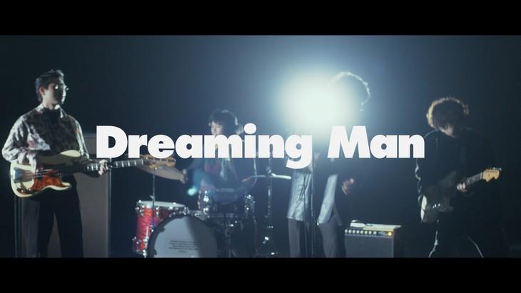 OKAMOTO'S「Dreaming Man」ミュージックビデオのワンシーン。