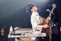 高橋健介(G, Syn)(Photo by Kousuke Ito)