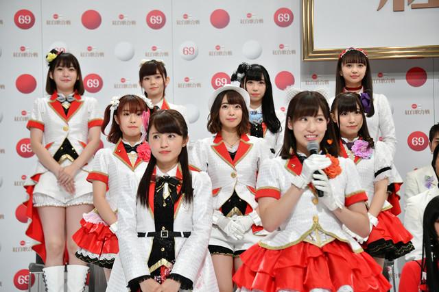 NHK紅白歌合戦」出場歌手発表会見に出席したときのAqours。