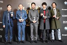 「The Mavericks of 2018」受賞式の様子。左からピース又吉、木村泉美、杉江理、川谷絵音、金子ノブアキ。