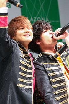 佐野勇斗と板垣瑞生。(撮影:笹森健一)