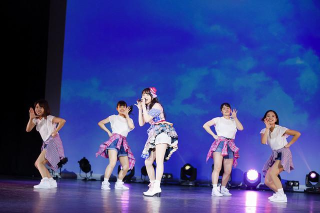 """麻倉もも「LAWSON presents 麻倉もも Fantasic Live 2018 """"Peachy!""""」最終日の様子。(撮影:江藤はんな)"""