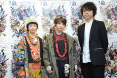 舞台「鉄コン筋クリート」囲み取材より。左から三戸なつめ、若月佑美(乃木坂46)、松崎史也。