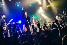 """FIVE NEW OLD「ONE MAN TOUR 2018 """"ONE MORE DRIP""""」東京・LIQUIDROOM公演の様子。(Photo by umihayato)"""
