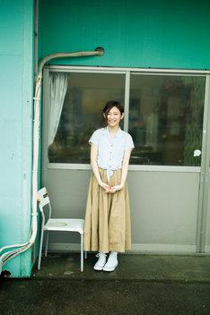 欅坂46グループ写真集「21人の未完成」より志田愛佳のソロカット。(撮影:細居幸次郎)