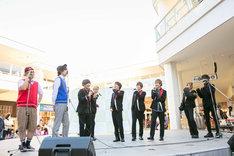 CUBERS「5th SG『SHOOTING STAR』発売記念~Let's start it. It's TOUR~」神奈川・たまプラーザテラス ゲートプラザ1F フェスティバルコート公演の様子。(撮影:牛島康介)