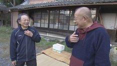 湯浅学と笑福亭鶴瓶。(写真提供:NHK)