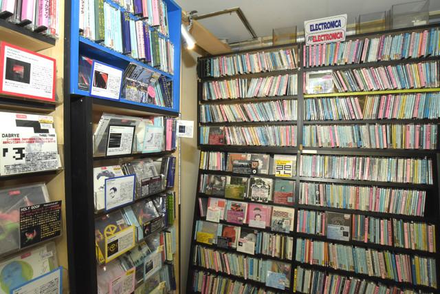 店内の一番奥にあるエレクトロニカコーナー。2018年10月撮影。