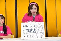 「第2回 ももいろ歌合戦」の相手チームの大将がスターダストプロモーションのイケメン先輩俳優であることを発表する百田夏菜子。