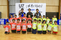 """EXILE TETSUYA「U-7卓球選手育成事業""""未来のメダリスト""""」参加時の様子。"""