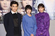 左から岩田剛典、真木よう子、仲里依紗。