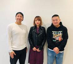 左から長田庄平(チョコレートプラネット)、山崎彩音、松尾駿(チョコレートプラネット)。