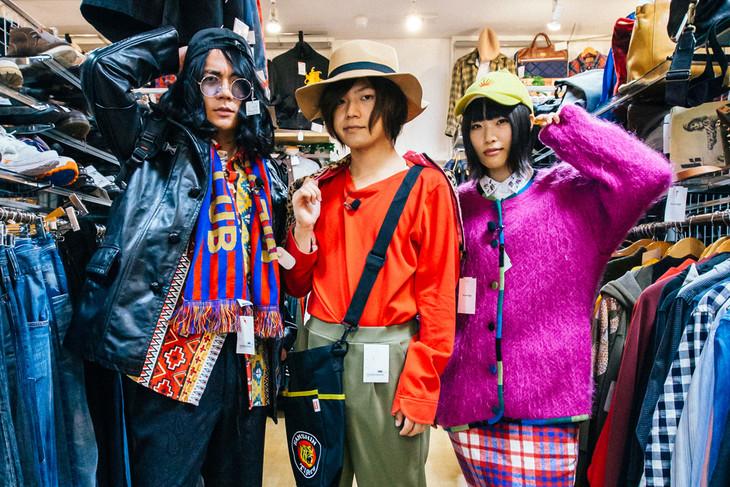 「ヤバイTシャツ屋さん『Tank-top Festival in JAPAN』SPECIAL」ロケの様子。(Photo by Akitake Kuwabara)