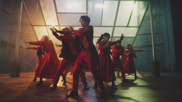 RED「君の唇を離さない」ミュージックビデオのワンシーン。