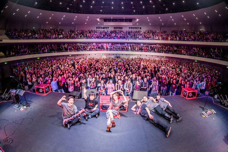 LiSA「LiVE is Smile Always~ASiA TOUR 2018~[core]」宮城・仙台サンプラザホール公演の様子。(撮影:Viola Kam[V'z Twinkle])
