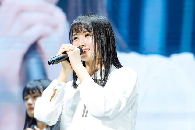 上村ひなの(けやき坂46)(写真提供:ソニー・ミュージックレコーズ)