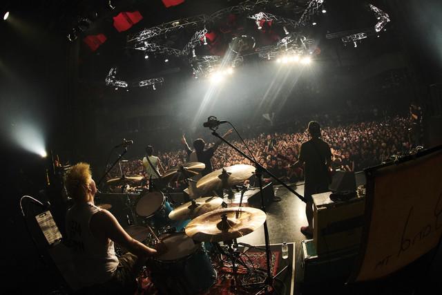 Ken Yokoyama「Songs Of The Living Dead Tour」東京・新木場STUDIO COASTの様子。(Photo by Maki Ishii)