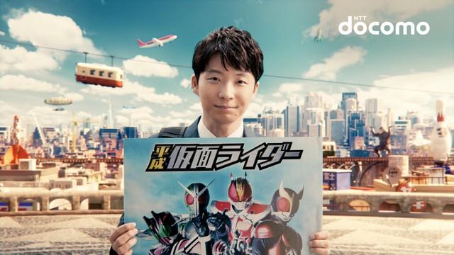 「星プロ」シリーズ最新CM「ドニマルの英語」編より、「仮面ライダー」出演決定を3匹に知らせる星あゆむ。