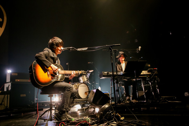 左から斎藤宏介(UNISON SQUARE GARDEN)、渡辺シュンスケ(Schroeder-Headz)。(Photo by Viola Kam[V'z Twinkle])