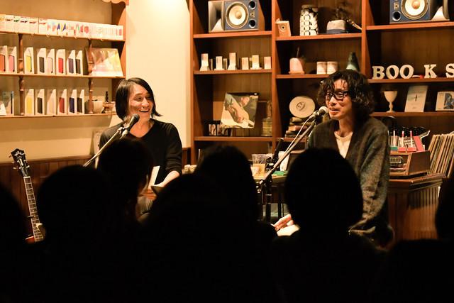 左から百々和宏、斉藤和義。(撮影:前田美里)