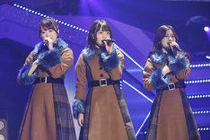 左から樋口日奈、北野日奈子、寺田蘭世。(写真提供:ソニー・ミュージックレコーズ)