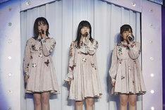 左から伊藤純奈、久保史緒里、伊藤かりん。(写真提供:ソニー・ミュージックレコーズ)